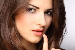 Beauty Cosmetics on Makeup Tips For Brunettes   Makeup And Beauty Tips At Latest Girls