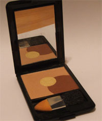 Makeup set with bronzer